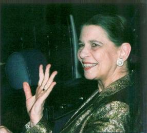 La Princesa Irene saluda sonriente